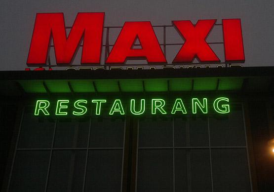 Skyltning till Maxi Restaurang